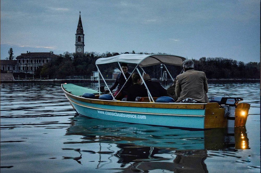 Boat tours in a traditional Venetian boat with an electrical engine