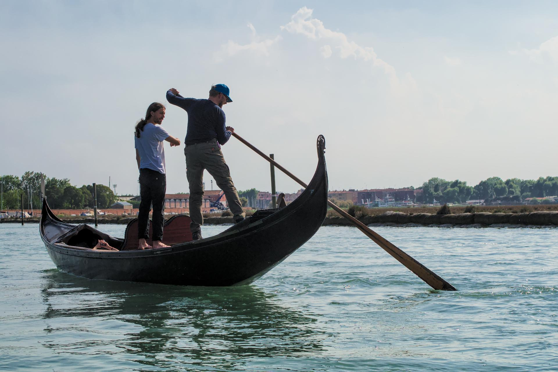 Rowing a gondola is not easy, but it can be learned