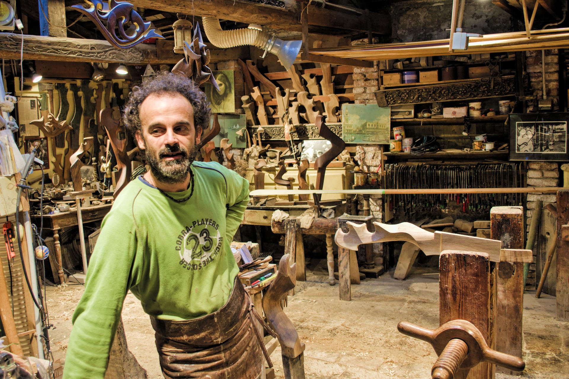 Paolo Brandolisio (oarmaker) in his workshop