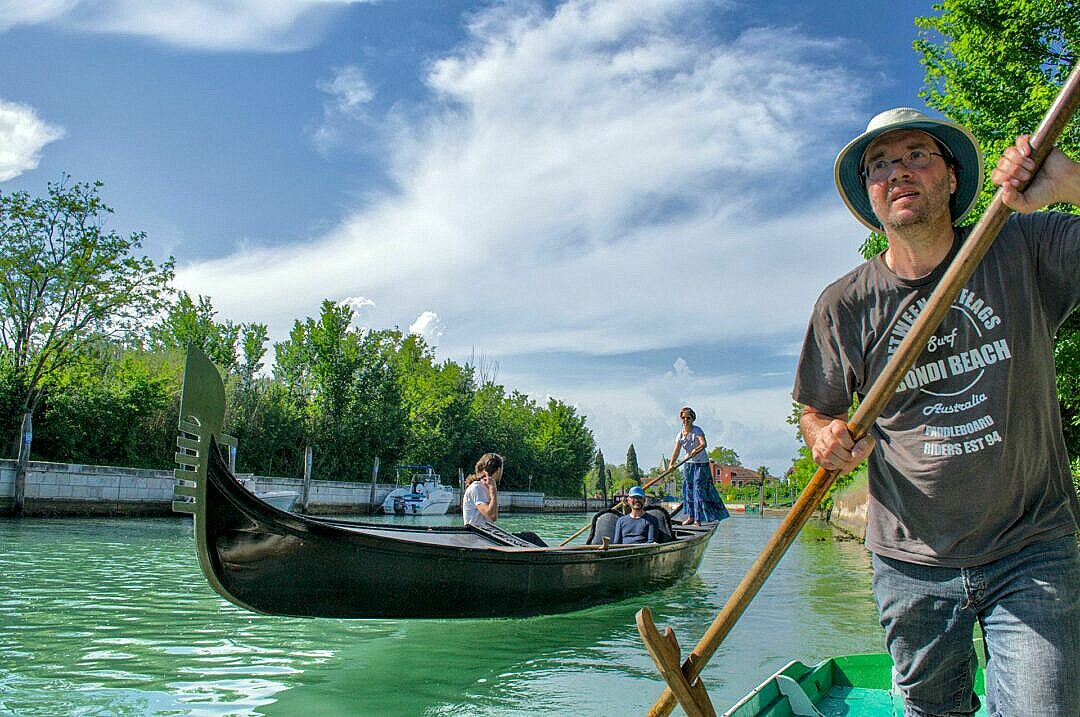 Gondola rowing lesson at the Vignole in the Venetian lagoon