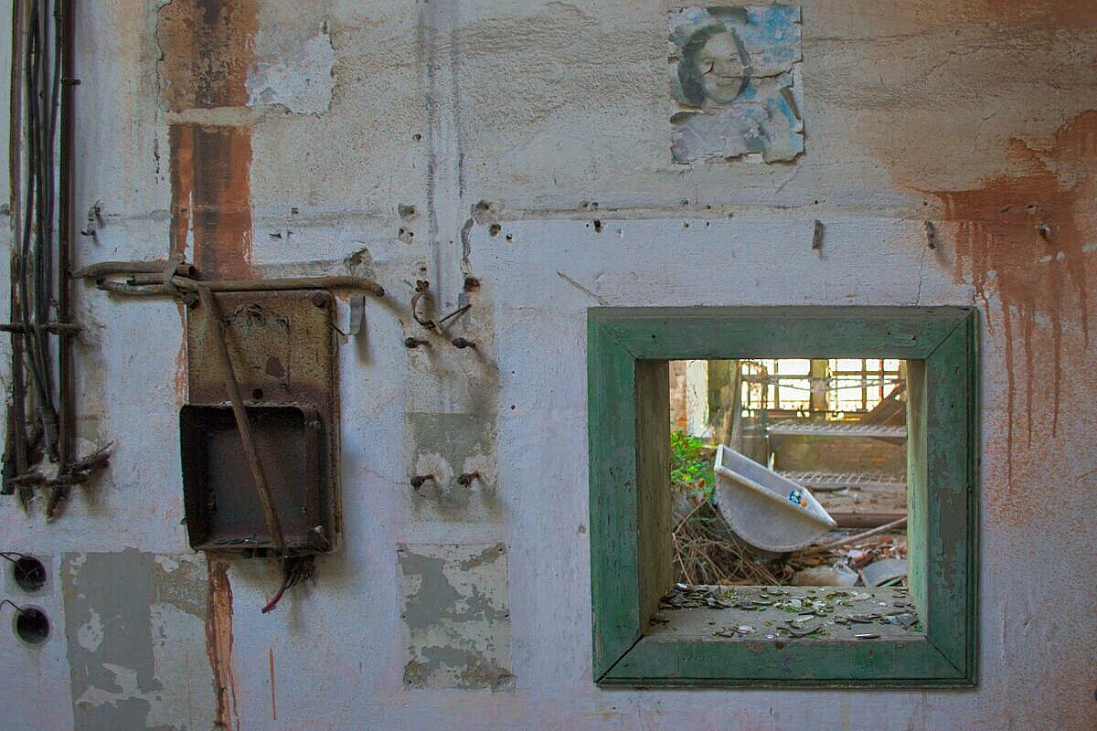 Poveglia - a view of the laundry from the heating central